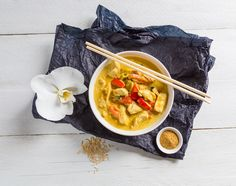 Come cucinare il pollo al curry perfetto: i consigli dell'indiano