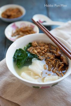 Pan Mee (Hakka Flat Noodle Soup): Hakka Pan Mee is made with a simple flour-based dough, with anchovy broth, and topped with crispy fried anchovies, ground pork, shiitake mushrooms, and some vegetables. Pan Mee is also known as Mee Hoon Kuih (面粉糕), which is commonly prepared at home.