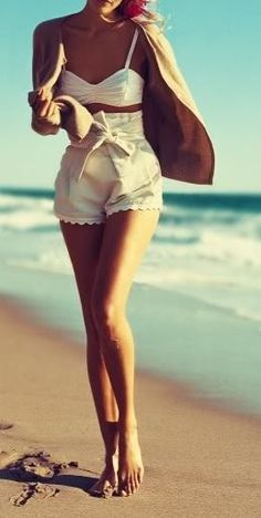 Perfect beach look, retro fashion, honeymoon attire