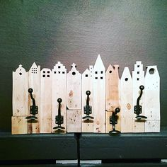 "@Regrann from @amiral_martin -  coat hanger "" #Skyline"" #DIY #homemade #palletprojects #pallets"