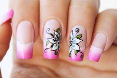 Decoración de uñas flores sobre degradado