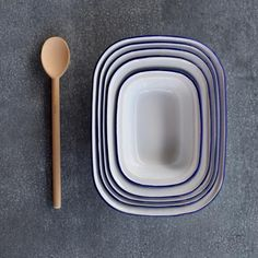 Falcon enamel pie set, five-piece, blue rim Falcon Enamelware, Enamel Dishes, How To Wash Vegetables, Plastic Alternatives, Fog Linen, Cozy Cafe, Insulated Cups, Baking Set, Mixing Bowls