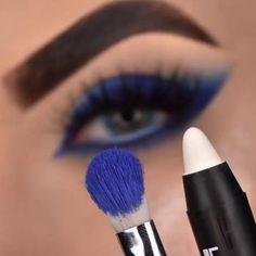 Goth Eye Makeup, Smoke Eye Makeup, Makeup Tips Eyeshadow, Black Smokey Eye Makeup, Eyeshadow Pencil, Eyebrow Makeup Tips, Makeup Eye Looks, Eye Makeup Brushes, Eye Makeup Art