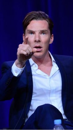 Benedict looking authoritative *swoon*