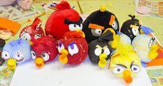 Vyrobte si angry birds sami doma podľa tohto fotonávodu. Angry Birds, Bowser, Minnie Mouse, Christmas Ornaments, Holiday Decor, Disney Characters, Xmas Ornaments, Christmas Jewelry, Christmas Ornament