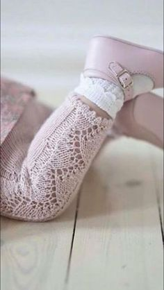 New knitting baby pants ideas ideas Baby Pants Pattern, Crochet Baby Pants, Knitted Baby Clothes, Knit Crochet, Baby Knitting Patterns, Knitting For Kids, Lace Knitting, Pinterest Baby, Baby Tights