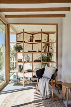 The House Tour That Took All Of Our Breaths Away - Shanty's JAPANDI Style Oasis - Emily Henderson #homedesign #interiors #outdoorspaces #minimaldecor Wabi Sabi, Elle Decor, Wood Bookshelves, Bookcase Shelves, Painted Wood Floors, Black And White Tiles, White Oak, Minimalist Living, Minimalist Furniture