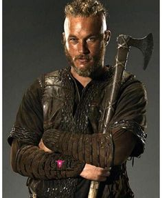 In Vikings, Ragnar Lothbrok (Travis Fimmel) starts as a farmer whose ambitions lead him to join raids in England. Through his successes he soon becomes one the Viking Men, Viking Life, Viking Warrior, Warrior Queen, Travis Fimmel, Vikings Tv Series, Vikings Tv Show, Vikings Ragnar, Vikings Costume Diy