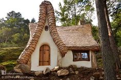 On Canada's Vancouver Island you will find a beautiful example of storybook architecture created by the hands of two creative natural builders Timothy Lindberg and musician Daniel Huscroft. Together they work as Lindcroft, a mixture of their names, building homes that must be the dream of many, a woodland fairytale house by the water's edge. Follow the picture back to www.naturalhomes.org to see more of this wonderful natural home.