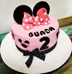 Torta Minnie  #cookies #masitas #galletas #minnie #manosayudantes #guantes #moño #vainilla #libertinacandybar #rosa #nena #pasteleria #pattiserie #decoradas #infantiles #deliciosas #rico #quieroeso #yummy#cake #torta #pastel #orejas