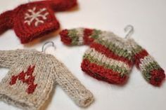 Free Ravelry pattern: Mini_sweaters_small2
