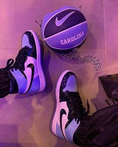 Sneakers Mode, Sneakers Fashion, Shoes Sneakers, Shoes Heels, Jordan Shoes Girls, Girls Shoes, Mode Chanel, Nike Air Shoes, Fresh Shoes