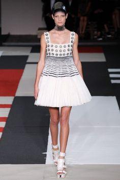 Sfilata Alexander McQueen Paris - Collezioni Primavera Estate 2014 - Vogue