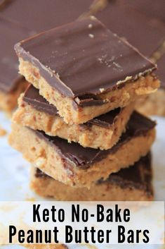 Butter meets creamy chocolate in these No Bake Keto Peanut Butter Chocolate Bars to create a mouthwatering delicious treat!Peanut Butter meets creamy chocolate in these No Bake Keto Peanut Butter Chocolate Bars to create a mouthwatering delicious treat! Desserts Keto, Keto Snacks, Easy Desserts, Dessert Recipes, Carb Free Desserts, Keto Sweet Snacks, Low Sugar Desserts, Healthy Sweet Treats, Keto Friendly Desserts