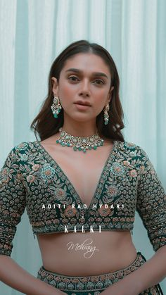 #KALKIxAditiRaoHydari #KALKIMehrangJust before she hit the runway in this gorgeous exclusively hand-crafted emerald lehenga! Kudos to her flawless beauty and her statuesque posture, just can't get over it✨ @aditiraohydari💚