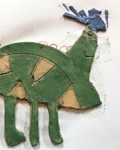 - D O S O M E T H I N G A M A Z I N G - workshop keramiek bij SUMUS - Mechelen : kinderworkshop Dinosaur Stuffed Animal, Workshop, Christmas Ornaments, Toys, Holiday Decor, Activity Toys, Atelier, Work Shop Garage, Christmas Jewelry