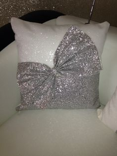 very sparkly Snow White & silver glitter cushion bow cushion . very sparkly Bed Cover Design, Cushion Cover Designs, Pillow Design, Tie Pillows, Sewing Pillows, Burlap Pillows, Diy Home Crafts, Diy Home Decor, Homemade Pillows