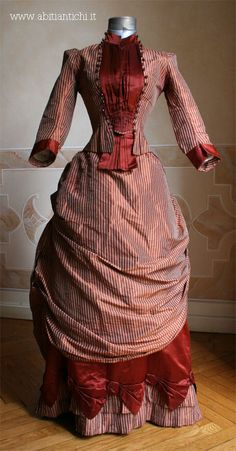Dress of 1884 consists of two parts, the bodice and skirt, taffeta and satin obtained by readjusting belonging to a previous dress (60 of 800) of which remains the original bolero.