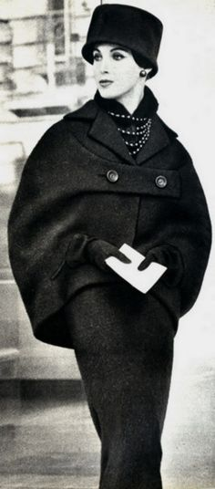 Dior Over 50 years ago and still looks chic today. Moda Vintage, Moda Retro, Vintage Mode, Vintage Hats, 50s Vintage, Balenciaga Vintage, Looks Chic, Looks Style, My Style