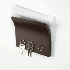 Magnetic key hanger
