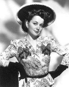 Olivia de Havilland ca. Old Hollywood Actresses, Old Hollywood Movies, Old Hollywood Stars, Classic Actresses, British Actresses, Golden Age Of Hollywood, Classic Hollywood, Actors & Actresses, Hollywood Divas