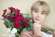 Heart-melting smile of Jungwoo (NCT) The next main character of Dispatch's V Special is Jungwoo (NCT). Winwin, Taeyong, Nct 127, Nct Limitless, Exo Red Velvet, Kim Jung Woo, Park Ji Sung, Johnny Seo