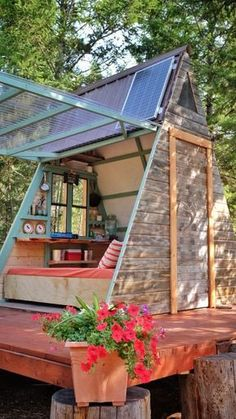 Minnesotean couple builds tiny expandable cabin for $700 #tiny #house
