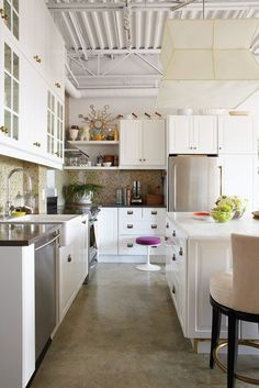 penthouse loft kitchen via Sabrina Linn cement floor Loft Kitchen, Home Decor Kitchen, Home Kitchens, Kitchen Dining, Kitchen Ideas, Kitchen Inspiration, Dining Decor, Kitchen White, Small Kitchens