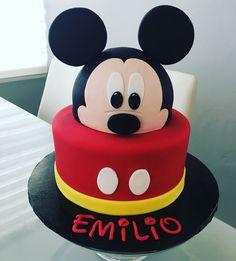 Pasteles Cumpleaños de Mickey - decoracion para fiestas Pastel Mickey Mouse Niño, Mickey And Minnie Cake, Bolo Mickey, Mickey Cakes, Minnie Mouse Cake, Mickey Mouse Theme Party, Mickey Mouse First Birthday, Mickey Mouse Clubhouse Birthday Party, Baby Birthday Cakes