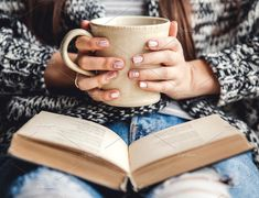 A cup of coffee and a book in hands, beautiful manicure. - A cup of coffee and a book in hands, beautiful manicure. Cozy atmosphere, stylis… A cup of coff - Hand Photography, Coffee Photography, Lifestyle Photography, Feminine Photography, Morning Photography, Photography Books, Portrait Photography, Lifestyle Fotografie, Concours Photo