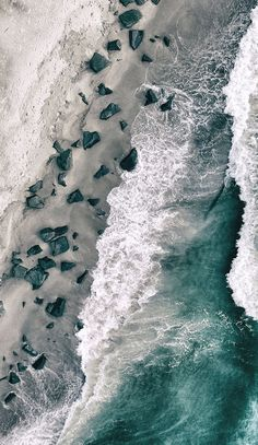 Drone Photography of ocean & beach aerial view Wallpaper Flower, Ocean Wallpaper, Tumblr Wallpaper, Aesthetic Iphone Wallpaper, Nature Wallpaper, Wallpaper Backgrounds, Aesthetic Wallpapers, Phone Backgrounds, Ocean Photography