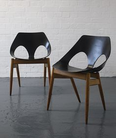 """CARL JACOBS """"Jason"""" chairs, 1950s Manufactured by Kandya, UK."""