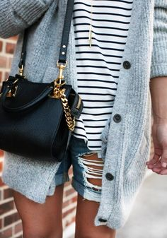 Love the bag, the cardigan, the pendant! LoLoBu - Women look, Fashion and Style Ideas and Inspiration, Dress and Skirt Look Fashion Moda, Look Fashion, Winter Fashion, Womens Fashion, Grey Fashion, Fashion Brand, Runway Fashion, Mode Chic, Mode Style