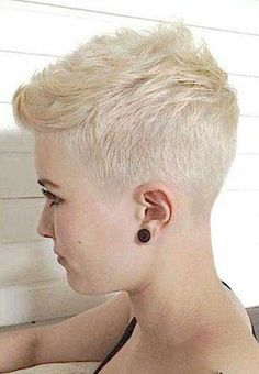 15 Really Cute Short Haircuts All Ladies Should See: Short Blonde Pixie - Frisuren Nice Short Haircuts, Summer Haircuts, Cute Haircuts, Blonde Haircuts, Haircut Short, Bob Haircuts, Short Blonde Pixie, Long Pixie, Super Short Hair
