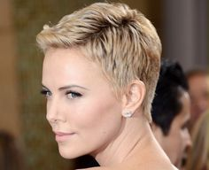 Academy Awards 2013 Charlize Theron Dazzles At Oscars In Pixie Haircut And Christian Dior Haute Couture5
