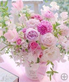 A beautiful bouquet of flowers. Amazing Flowers, My Flower, Flower Vases, Beautiful Flowers, Simply Beautiful, Arte Floral, Deco Floral, Beautiful Flower Arrangements, Floral Arrangements