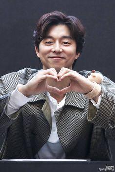 SSG 2017 Gong Li, Yoo Gong, Korean Star, Korean Men, Asian Actors, Korean Actors, Gong Yoo Smile, Park Bogum, Goblin Korean Drama