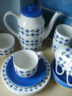 Mid Century Midwinter Coffee pot, cups and saucers.