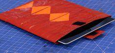 In dieser Folge stellt MIA eine bunte Tablethülle aus verschiedenfarbigen Industrieklebebändern her.