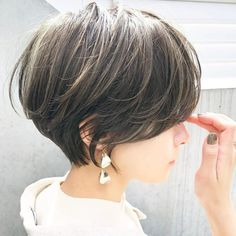 To the popular short fashionable woman A is attractive most likely to be color change. To fit in hair style, why not to try to highlight, such as color and inner color? Short will introduce a cute look highlights a more wonderful! Shot Hair Styles, Curly Hair Styles, New Hair Do, Hair Color Highlights, Pixie Haircut, Asian Bob Haircut, Hair Dos, Fine Hair, Hair Inspo