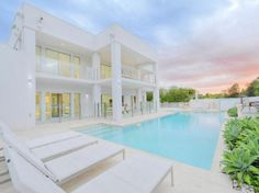 White House Architecture Design with Pool in Queensland, Australia