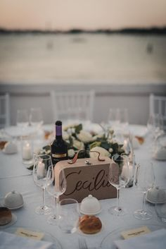 Travel wedding decorations and table settings. Credits in comment. Phuket Wedding, Destination Wedding, Wedding Planning Binder, Buffet, Pipe And Drape, Wedding Linens, Wedding Table Settings, Travel Themes, Plan Your Wedding