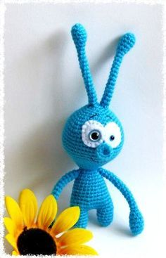 So many people asked about the alien pattern and here it is.   You need little yarn,crochet hook,safety eyes (4 mm & 12 mm),pie...