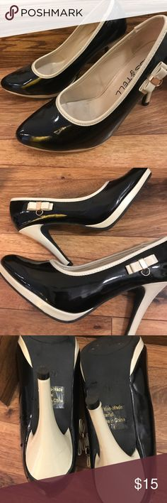 Color block heels with side Bow 2 tone, excellent condition. Kiss & Tell Shoes Heels