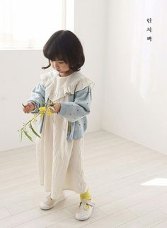 The first drop of Spring collection from Lunchpack is updated to the site! Little Dresses, Flower Girl Dresses, Toddler Outfits, Kids Outfits, Korean Babies, January 21, Children Clothing, Baby Style, Spring Looks