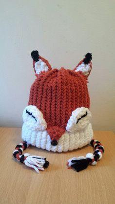 Fox Knit Hat Yoshi, Crochet Hooks, Knit Crochet, Minnie Mouse, Crochet Character Hats, Fox Hat, Peg Loom, Bunny Hat, Fox Pattern