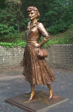 """Here's Lucy! Lovely Lucille Ball Statue Replaces """"Scary Lucy"""" In Hometown Park Here's Lucy! Lovely Lucille Ball Statue Replaces """"Scary Lucy"""" In Hometown Park – Deadline Hollywood Hills, Classic Hollywood, Old Hollywood, Hollywood Stars, Statues, Divas, I Love Lucy Show, Vivian Vance, Lucille Ball Desi Arnaz"""