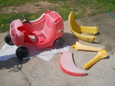 Is your cozy coupe little tikes car sun bleached and damaged? Give it a makeover with some paint. Check out this easy and cheap cute makeover idea perfect for boys or girls. Dandy, Little Tykes Car, Little Tikes Makeover, Cozy Coupe Makeover, Minnie Mouse, My Bebe, Painting Plastic, Outdoor Toys, Outdoor Play