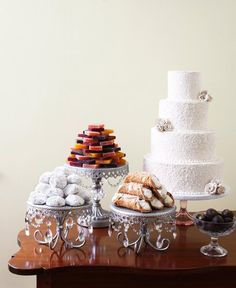 A beautiful wedding cake, cannolis, and other italian delights? Yes, you all will be at my wedding.
