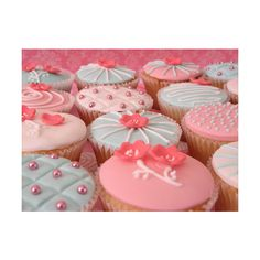 The Princess Blog ❤ liked on Polyvore featuring food, backgrounds, pictures, cupcakes and photos